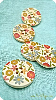 Wooden flower buttons x 5  LAST ONES by VerityHope on Etsy