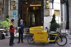 #DHL realiza entregas #ecológicas en el centro de Madrid mediante una bicicleta eléctrica #ecologico #ecofriendly