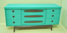 He did it! The turquoise buffet/sideboard in the previous post is finished. We've spread out and got another booth at Longleaf Antique Mall in Alexander City, Alabama. We have two there and two at the Pickle Patch in Sylacauga. This buffet is in Longleaf on Erin Ave. The brown we ended up using?