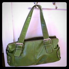 Purse Cute green purse. Great for spring. Very elegant. Bags Shoulder Bags