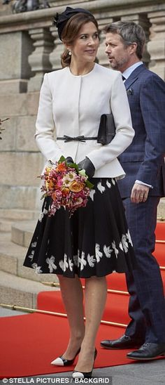 The stunning brunette chose to wear a fitted white blazer with a black belt at her waist to add some interest