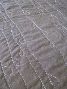 love this style of quilt stitching - via sew katie did - http://sewkatiedid.wordpress.com/