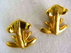 #gold #goldart #goldearrings #goldartvancouver #earrings #vancouver #vancity #beautiful #fashion #fashionista #vancouverfashion #design #golddesign #oro #handcrafted #handmadefashion #madeincolombia #style #stylish #frog #customejewelry #jewelry #jewel #precolombino #colombia #aretes #accesories #dabomb  Small Frog botton earrings- Price: CAD$20