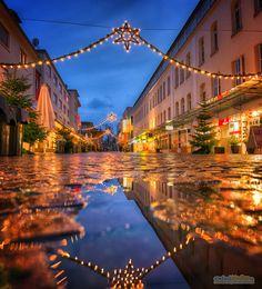 Weihnachtsmarkt Gaggenau / Christmas Market –  » #Gaggenau #Weihnachten #Weihnactsmarkt #Fußgängerzone #Nachtaufnahme #Nacht #BlaueStunde #Langzeitbelichtung #Fotografie #Nikon #D800 #EinfachMedien #JoergSchumacher #Christmas #Nightshot #AvailableLight #Night #BlueHour #Longexposure #Photography