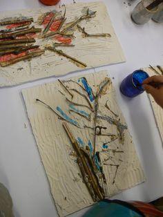 Voici les arbres réalisés par les enfants de la classe de petite et moyenne section maternelle de claudie. Ces bas-reliefs ont été fabriqués avec du plâtre, de la colle, des brindilles et de la peinture.