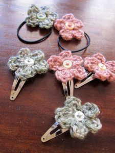 Crochet Flowers Easy Mel P Designs: Free crochet hair clips and hair elastic pattern Crochet Puff Flower, Crochet Flower Patterns, Love Crochet, Crochet Flowers, Knit Crochet, Simple Crochet, Crochet Birds, Crochet Stars, Pattern Flower