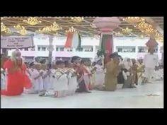 Un Antiguo, Raro y Encantador Darshans de Bhagavan en el Salón Sai Bhajans.