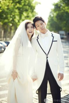 Ji Sung – Lee Bo Young's Wedding Pictorial – the talking cupboard Korean Actresses, Korean Actors, Actors & Actresses, Korean Dramas, Lee Bo Young, Sung Lee, Ji Sung, Celebrity Couples, Celebrity Weddings