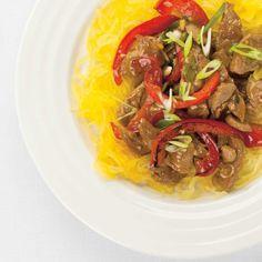 Asian-Style Pork Stir-Fry on Spaghetti Squash Courge Spaghetti, Spaghetti Squash, Canadian Food, Canadian Recipes, Ricardo Recipe, Pork Stir Fry, Duck Sauce, Hoisin Sauce, Easy Weeknight Dinners