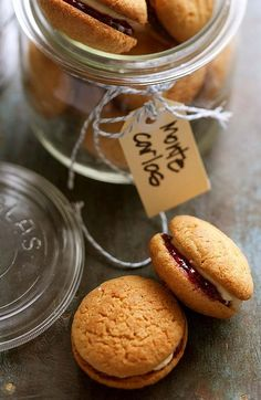 Recipe for Monte Carlo biscuits. Biscuit Bar, Biscuit Sandwich, Biscuit Cookies, Monte Carlo Biscuits, Coconut Biscuits, Thinking Day, Pasta, International Recipes, No Bake Desserts