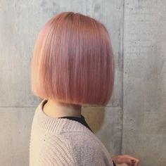 ペールピンク ✖️切りっぱなしボブ✂︎ @fanfan_colorsnail ちゃんありがとう⭐️ 細かくピンクのハイライトも入ってます〜 アイロン 26mm スタイリング剤 ニゼルジェリー 4月の11日〜15日は海外出張のため営業は出れないのでご予約は @moriyoshi0118 @konnonaoya @manax_x までお願い致します @shachu_hair #shachu#hair#ヘアカラー #ヘアスタイル #ヘアアレンジ