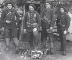 """Chasseurs alpins squad. They were nicknamed """"Blue devils"""" by German soldiers. Notice the case of """"Lemmon"""" Foug grenades. Their cheap price and simple design made them widely available between 1916 and the end of the conflict."""