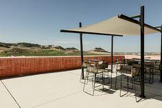 #porcelánico #Magma de #Inalco en terraza de bodega #PagodeCarraovejas. Restaurante #Ambivium, proyecto de #DoosInteriorismo.