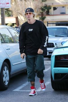 Justin Bieber in Sherman Oaks, California (April 19)