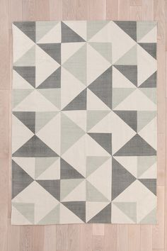 Rotating Triangle 5x7 Rug in Grey