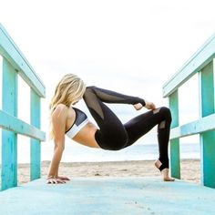 Yoga poses offer numerous benefits to anyone who performs them. There are basic yoga poses and more advanced yoga poses. Here are four advanced yoga poses to get you moving. Vinyasa Yoga, 4 Week Workout, Pilates Workout, Cardio, Workout For Beginners, Yoga For Beginners, Beginner Workouts, Yoga Inspiration, Poses Yoga Faciles