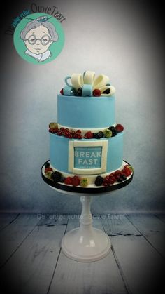 Business cake and cupcakes with fresh fruit - Cake by DeOuweTaart