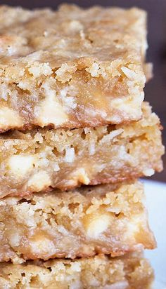 coconut blondies recipe ~ fantastically rich, chewy, and incredible! Kokos Desserts, Coconut Desserts, Coconut Recipes, Köstliche Desserts, Delicious Desserts, Dessert Recipes, Yummy Food, Yummy Cookies, Yummy Treats