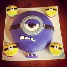 Many guys hate to eat the purple minion cake as they see it with bad appearance in presence of big teeth of minions and terrible style for purple. Torta Minion, Minion Cupcakes, Cupcake Cakes, Party Cupcakes, Cake Party, Cake Minion, Despicable Me Party, Minion Party, Little Girls
