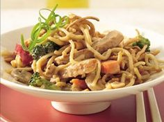 Bring Asian zing to the dinner table with this Thai-inspired casserole. With pre-made noodles, pre-grilled chicken and frozen broccoli, assembly takes just 15 minutes! Spicy Asian Chicken and Noodle Casserole Chinese Casserole Recipe, Casserole Recipes, Peanut Chicken, Cashew Chicken, Healthy Chicken, Chicken Salad, Asian Recipes, Ethnic Recipes, Yummy Recipes
