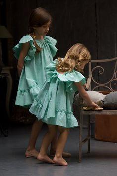 Hay firmas de ropa infantil con un estilo propio muy acentuado. Una de ellas se llama No sin Valentina, os hable hace tiempo aquíyposee un esti