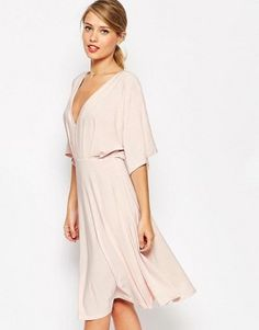 Buy ASOS Kimono Plunge Midi Dress at ASOS. With free delivery and return options (Ts&Cs apply), online shopping has never been so easy. Get the latest trends with ASOS now. Fashion Mode, Latest Fashion Clothes, Fashion Online, Petite Dresses, Short Dresses, Asos Kimono, Pink Midi Dress, Skater Dress, Navy Dress