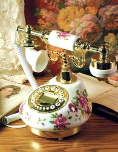 "ROMANTIC RINGTONE FUR ELISE TELEPHONE:A lovely old musical classic will announce a phone call. Victorian roses retrieved from antique china are rendered to a porcelain conversation piece. 10 "". Ringer plays ""Fur Elise""."