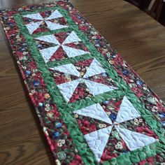 Quilted Christmas Tablerunner 4 by lmkquilts on Etsy, $35.00