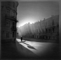 Alexey Titarenko's Woman On Corner, St Petersburg, 1995 (via here) Monochrome Photography, Street Photography, Alexey Titarenko, Digital Photography, Art Photography, City Of Shadows, Brindille, Art Brut, Great Photographers