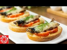 Не успевала подавать на стол! Всегда выручают! Бутерброды со шпротами в духовке - YouTube Sandwiches, Bruschetta, Appetizers, Chicken, Cooking, Ethnic Recipes, Food, Youtube, Meat