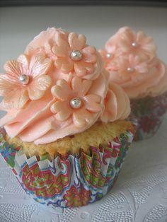 peach toned buttercream cupcakes  So beautiful!