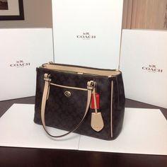 aa693cbaaf6 186 Best Handbags images   Fashion handbags, Cute woman, Trendy handbags