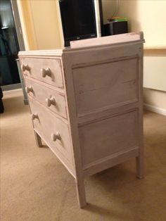 Chest of Drawers painted in Annie Sloan - Paloma. This is one of my favourite colours in the Annie Sloan range. Simply beautiful. Painted, Distressed and Waxed.