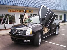 Cadillac Escalade with gullwings D: