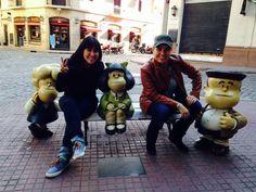 Claudia Jardon Soto y Conny Torres González, amigas de México, divertidas con los personajes del genial Quino en su recorrido por el #PaseoDeLaHistorieta #SanTelmo #BuenosAires. Gracias chicas por elegir Across Argentina!