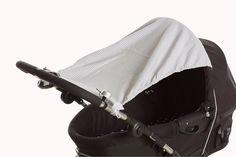 """Sonnen-Segel Endlich ins Freie! Damit der Sonnenschein den Schlaf stört haben wir dieses hübsche Sonnen-Segel entwickelt. Es ist eine """"Wende-Segel"""": Von der einen Seite kariert und von der anderen Seite unser hübscher Sternenstoff.  Die Universalgröße macht es passend für alle gängigen Kinderwägen und läßt sich sogar für den Autositz verwenden #Nestbauglück #Sonnensegel #kinderwagen #RegenSegel #Geschenk #GeburtsGeschenk #Baby #babybuggy #Autositz"""