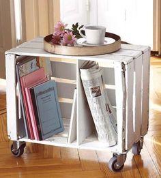 Organiza un rincón de lectura en tu salón o para el jardín con cajas de madera reciclada. #mueblesrecilcados #mueblesdemadera #rinconesdelectura #hechoamano
