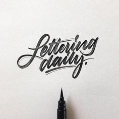 Hand lettering inspiration on a daily basis! Calligraphy and hand lettering for beginners we provide inspirational and educational content on the art of typography! Visit our website to find out more :) Hand Lettering 101, Hand Lettering For Beginners, Hand Lettering Alphabet, Hand Lettering Tutorial, Types Of Lettering, Script Lettering, Typography Letters, Brush Lettering, Lettering Design