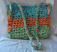 Really cute knotted purse to make yourself!  Full tutorial on Suburban Prairie Homemaker :)