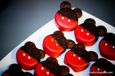 pink and blue melted chocolate. micky-mouse-oreo-cookies and other mickey mouse and minnie mouse treats, so cute! Mickey Mouse Oreos, Minnie Mouse, Mickey Mouse Birthday, Mickey Cupcakes, Yummy Treats, Delicious Desserts, Sweet Treats, Dessert Recipes, Yummy Food