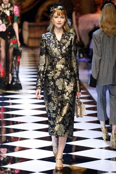 Entries feed for Fashion Week 2016, Fashion Trends, Fashion Ideas, Lame Fabric, Tailored Coat, Fashion Beauty, Ready To Wear, Vintage Fashion, Style Inspiration