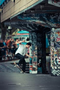 SITE | SOUTHBANK Watch the skateboarders on the South Bank. My tot could do this for hours…