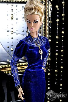Welcome to my store! Royal blue stretch velvet dress with lace elements for Fashion Royalty 16, ITBE 16, FR:16 and similar size dolls. Materials: lace, velvet (100% polyester). No lining. Fastens with a zipper. Model: Fashion Royalty 16 Hanne Erikson Afterhours FR:16 by Integrity Toys