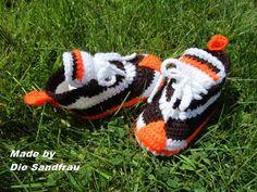 Strick- & Häkelschuhe - Turnschuhe  für Babys - ein Designerstück von DieSandfrau bei DaWanda