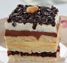 A Kinder Bueno népszerű édesség. Sütemény formájában otthon is elkészíthetitek. Mogyoró önmagában és nutella formájában is szerepel benne. Ez a finom krémes édesség elég tömény, egy szelet már igazi élvezetet nyújt. Hungarian Desserts, Hungarian Recipes, Tiramisu, Bacon, Cheesecake, Food And Drink, Sweets, Snacks, Cookies
