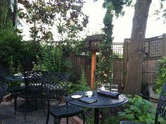 Meriweather's restaurant seating outside. Portland, Oregon