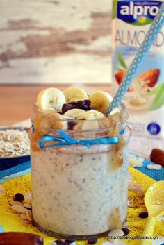 Overnight oats in a jar Healthy Smoothies, Healthy Desserts, Healthy Recipes, Overnight Oats In A Jar, Diet Recipes, Sweet Tooth, Brunch, Banana, Sweets