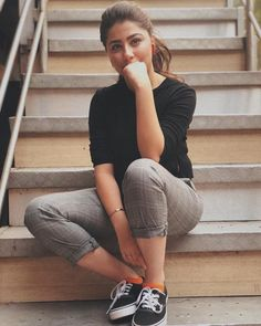 42 💛 Comfy Outfits Ideas for Going Out This Spring – Trendy Fashion Ideas Stylish Photo Pose, Stylish Girls Photos, Stylish Girl Pic, Best Photo Poses, Girl Photo Poses, Girl Photos, Portrait Photography Poses, Couple Photography Poses, Grunge Photography