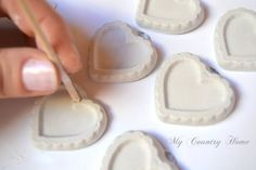 ottimo tutorial per gessetti profumati Crafts To Sell, Diy And Crafts, Crafts For Kids, Diy Soap And Shampoo, E Craft, Scented Sachets, Heart Crafts, Clay Tutorials, Clay Beads
