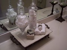 chic, simple tray for a guest bath. I love the Q-tips in the napkin ring. :-)
